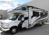 Immaculate condition 2014 31 ft. Winnebago Access Premier 31WP w